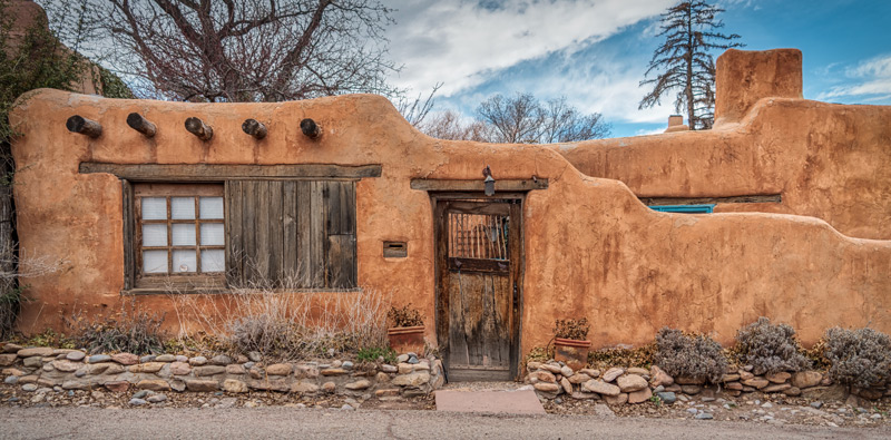 Northern New Mexico home displaying it's curb appeal